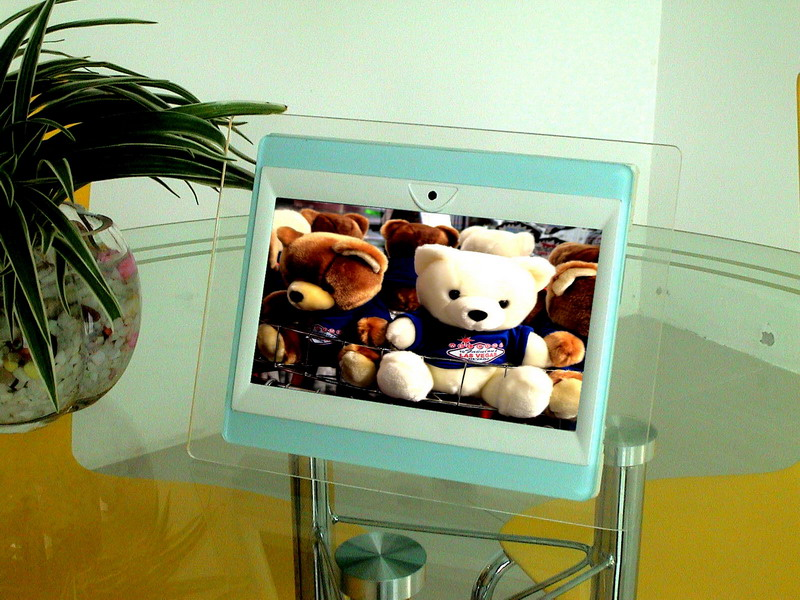 Multi-medial Digital Photo Frame